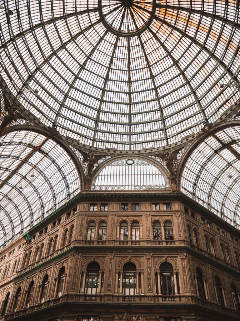 De prachtige glazen koepels van Galleria Umberto