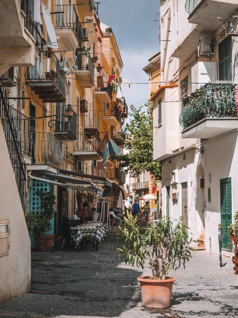 Knusse straatjes op Ischia
