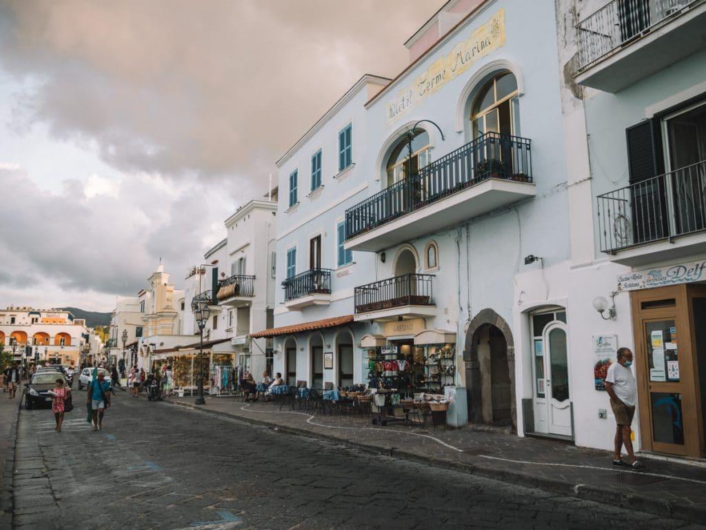 Mooi straatje in Ischia Ponte