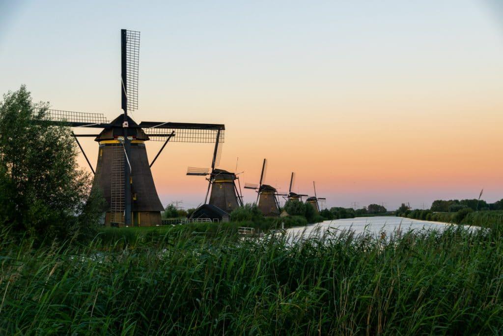 Zonsondergang met de molens van Kinderdijk
