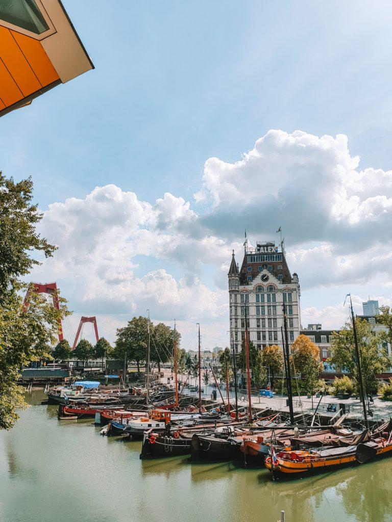 Tijdens een dagje Rotterdam moet je zeker de eerste wolkenkrabber van Nederland bewonderen, gelegen aan de Oude Haven
