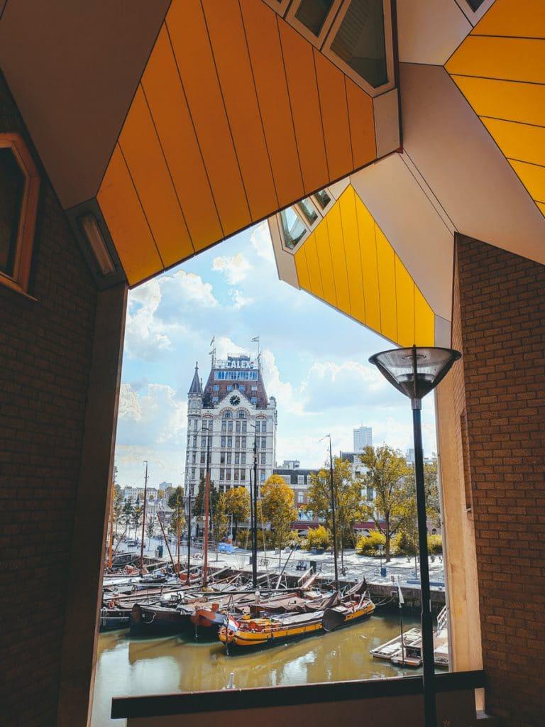 Een mooi doorkijkje op de eerste wolkenkrabber van Europa, gelegen in Rotterdam