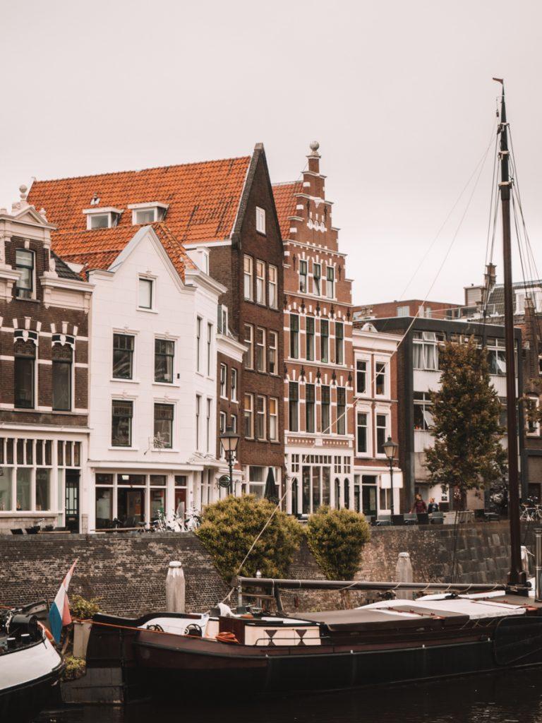 Tijdens een dagje Rotterdam is het leuk de historische herenhuizen te bekijken in Delfshaven