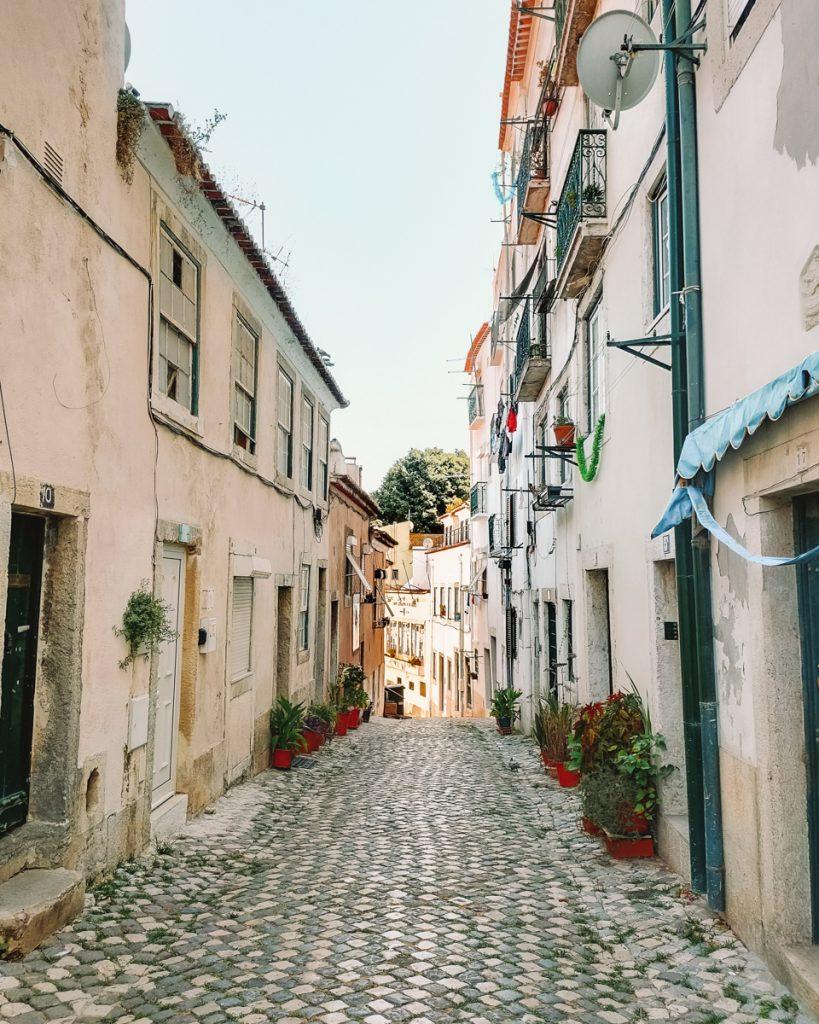 Een van de leuke straatjes van Alfama