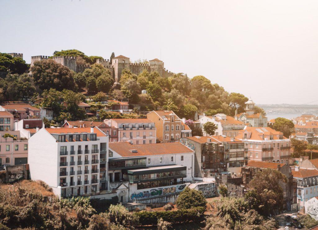 Uitzicht op Castelo de São Jorge, een van de belangrijkste bezienswaardigheden van Lissabon