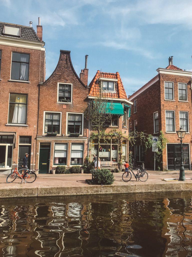 De prachtige herenhuizen in het historisch centrum van Leiden