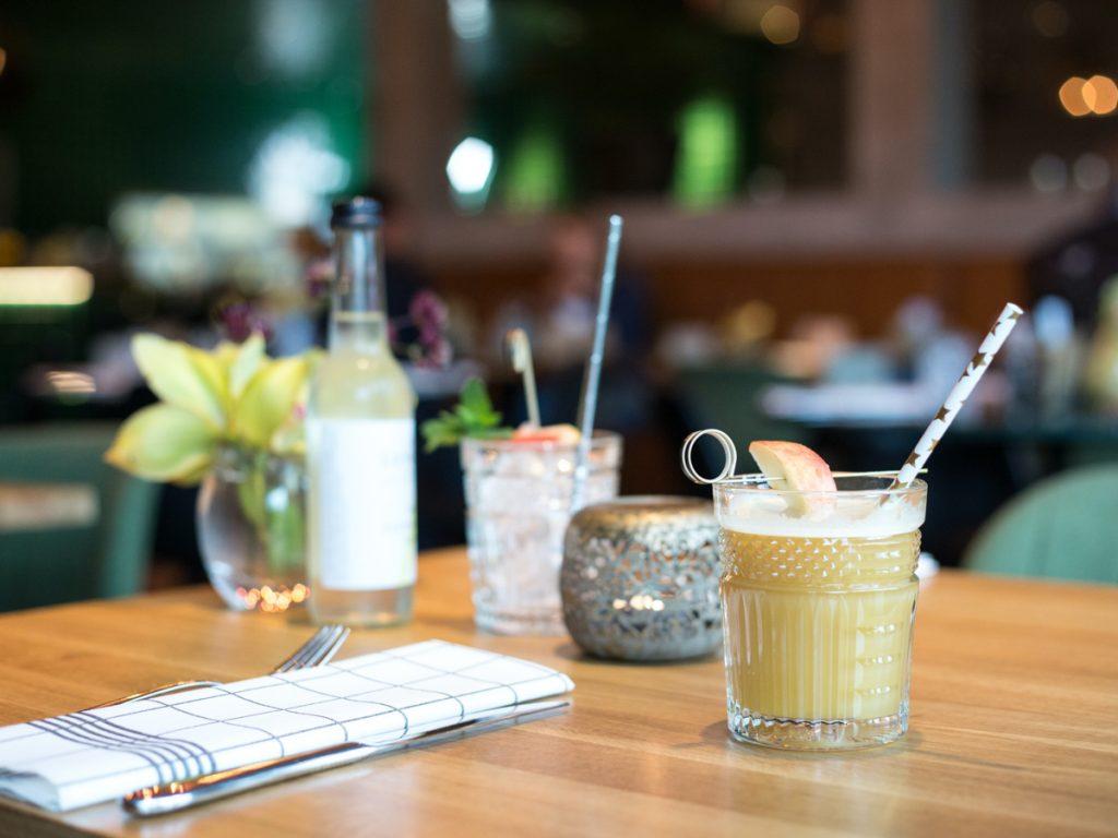 Cocktails op een dakterras