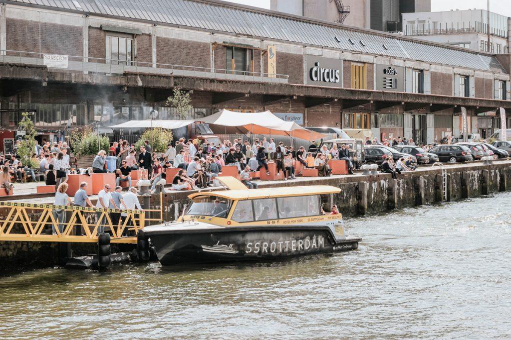 De Fenix Food Factory is een van de leukste hotspots in Rotterdam om lekker te borrelen