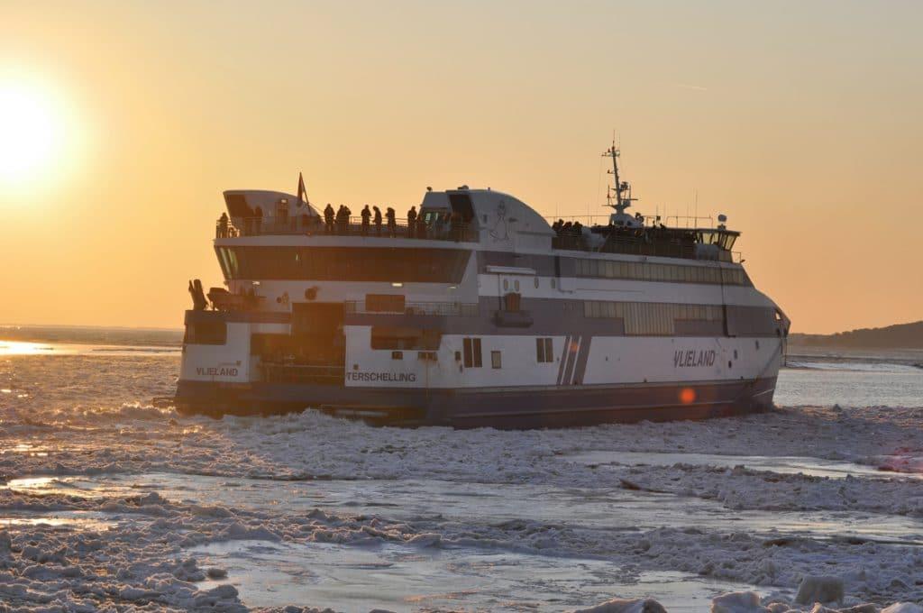 Een wegvarende ferry van Harlingen naar Vlieland