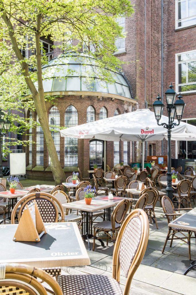 Het terras van Olivier, een van de leukste plekken in Leiden om te borrelen