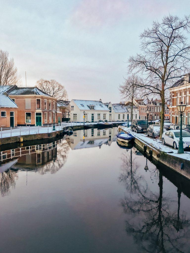 Prachtige gracht in Leiden