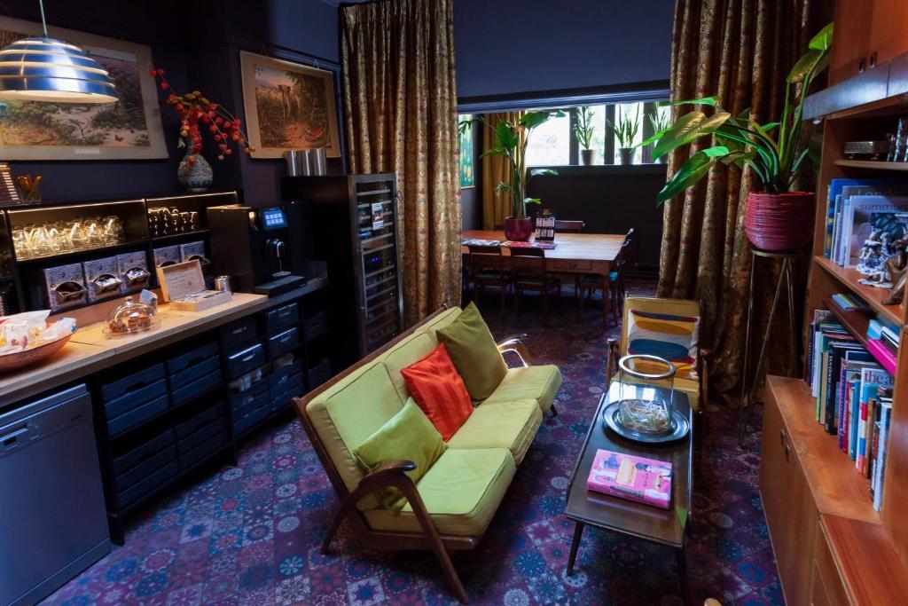 Het expressieve interieur van Boutique Hotel Staats in Haarlem, een van de leukste hotels in Nederland