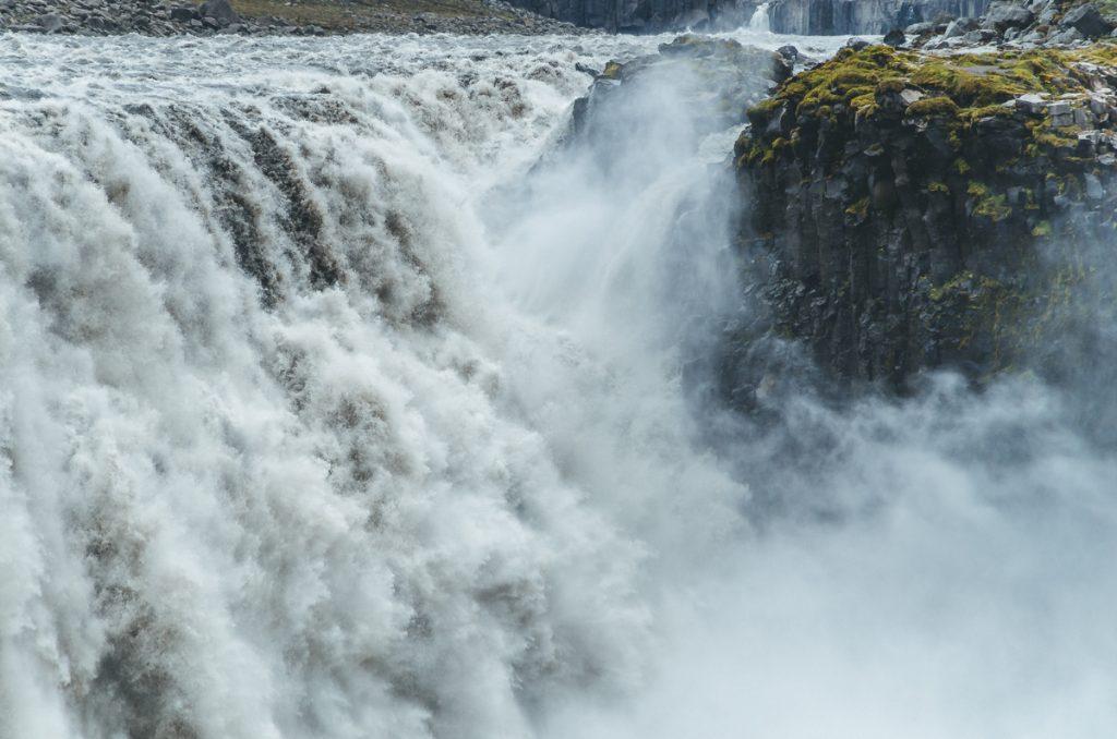De Dettifoss waterval in IJsland is een van de mooiste watervallen in heel Europa