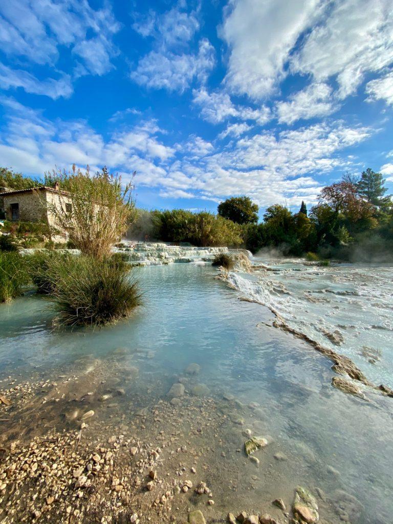 De thermale baden Cascate del Mulino in Toscane