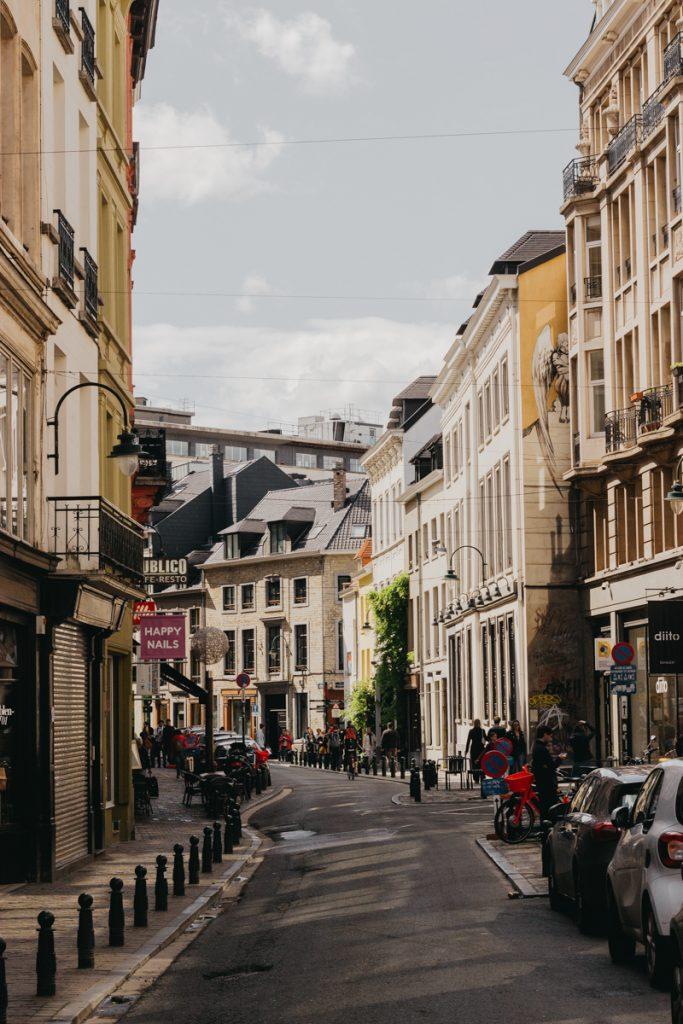 Een willekeurige straat in Brussel met prachtige huizen