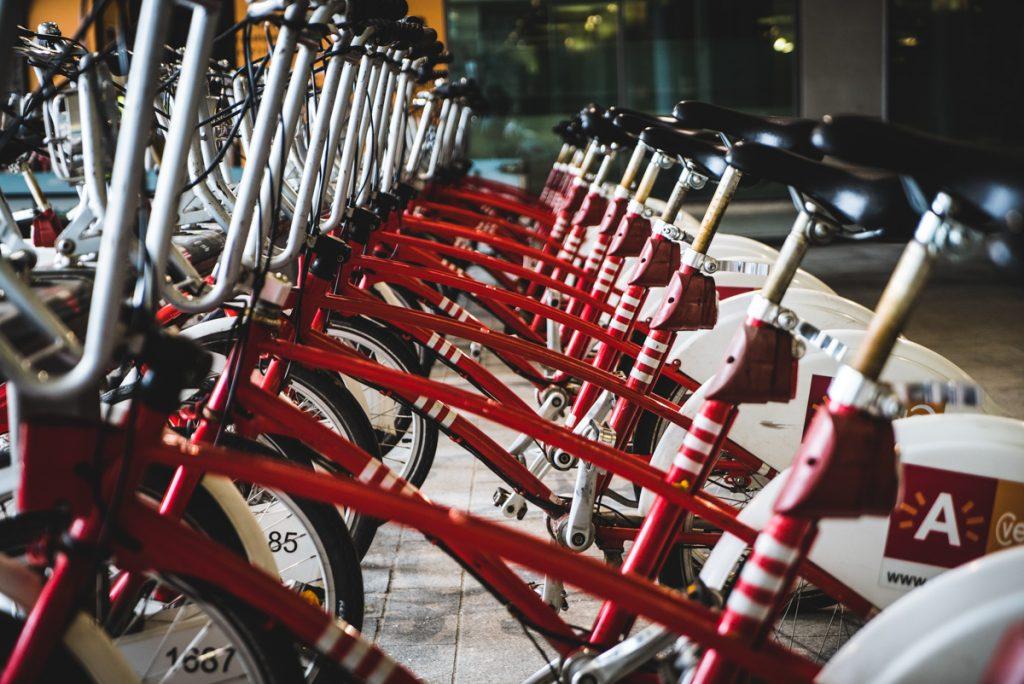 Een van de leukste tips voor Antwerpen is een fietstour door de stad met gids