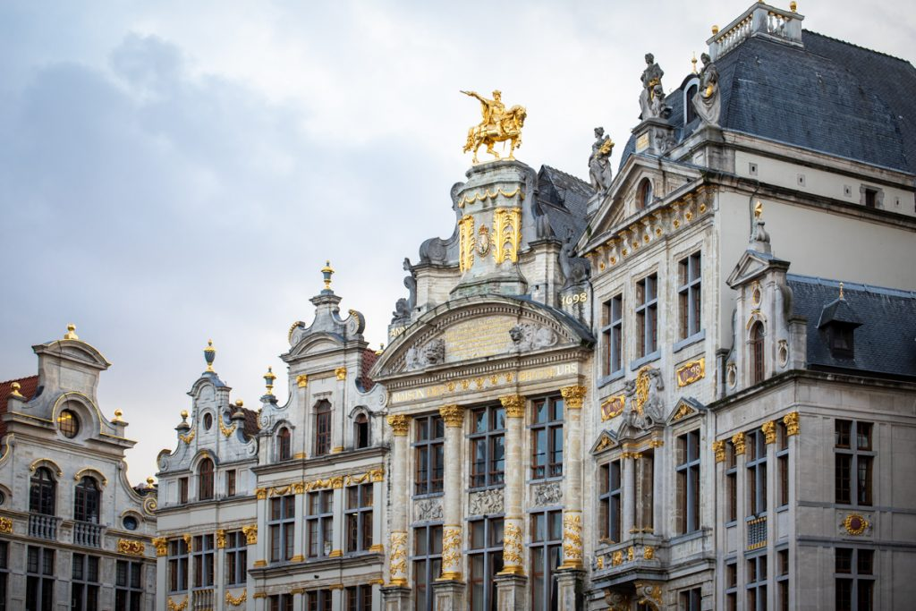Gildehuizen met gouden ornamenten aan de Grote Markt van Brussel