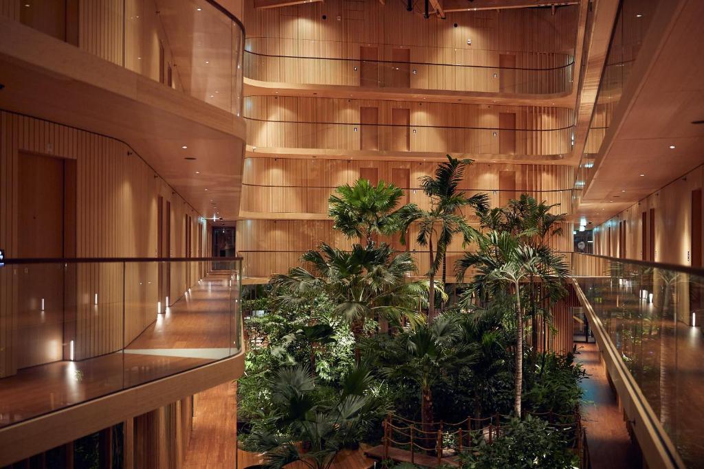 Hotel Jakarta met zijn tropische planten is een van de mooiste hotels van Nederland, gelegen in Amsterdam.