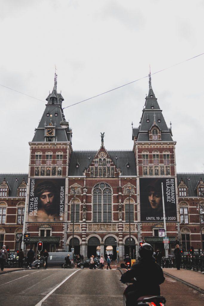 Het Rijksmuseum hoort zeker op je Nederland bucketlist te staan als je van cultuur en kunst houdt