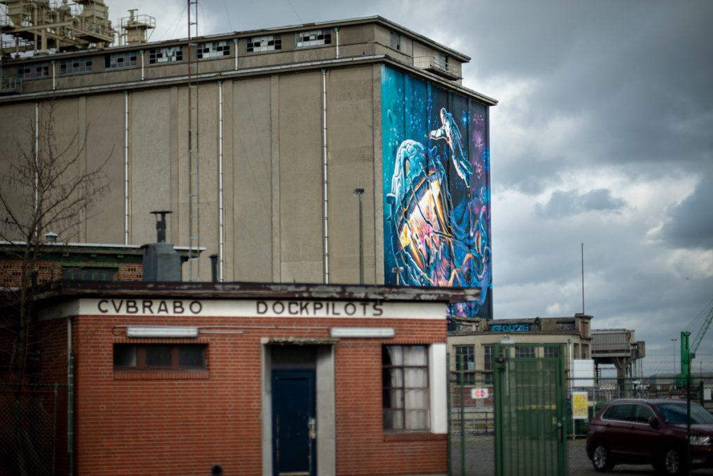 Een van de beste tips voor Antwerpen is het op zoek gaan naar street art