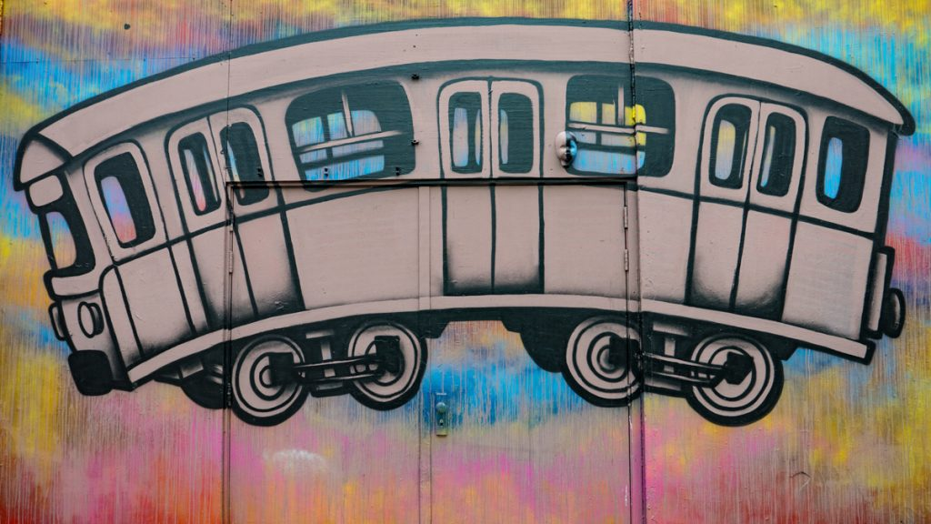 Als je van street art houdt, moet je zeker street art spotten in Eindhoven of Heerlen op je Nederland bucketlist zetten