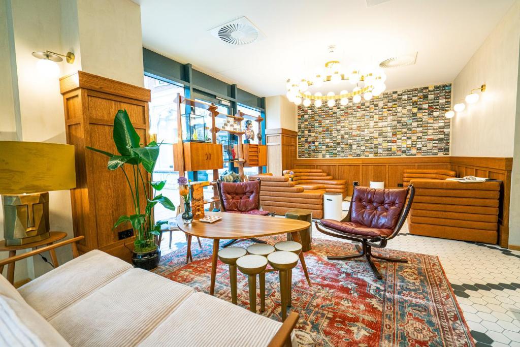 De loungekamer van The Collector Hotel in Den Haag