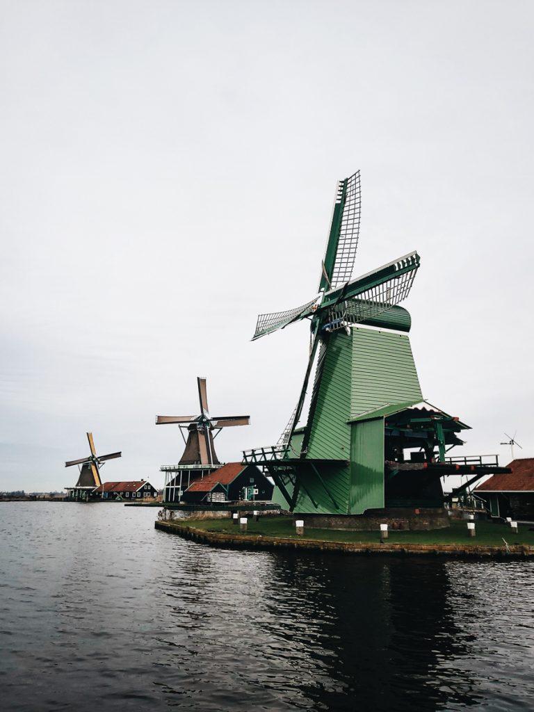 De groene molen van de Zaanse Schans