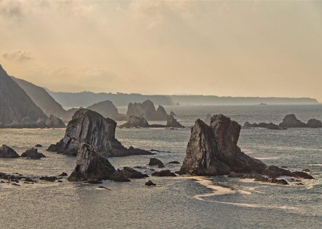 De stranden van Asturias in Spanje behoren tot een van de leukste bezienswaardigheden van de regio