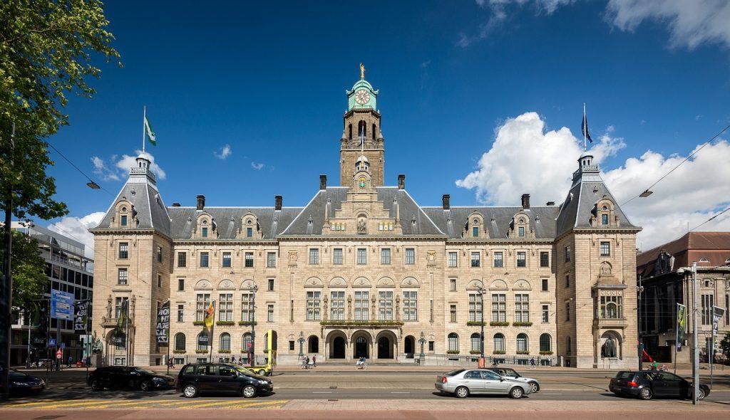 De tuin van het stadhuis is absoluut een van de mooiste en leukste plekjes in Rotterdam