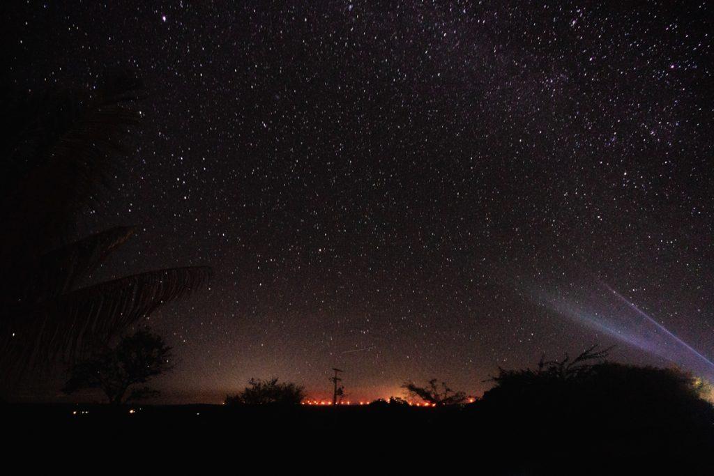 De sterrenhemel tijdens een donkere nacht