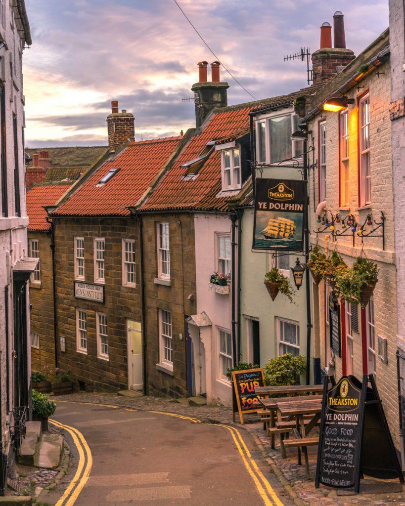 Straatje met een pub in Engeland