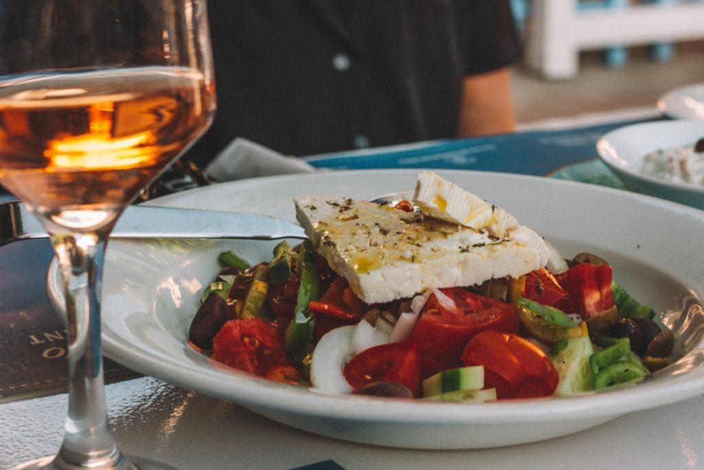 Een Griekse salade is een typisch gerecht uit Griekenland