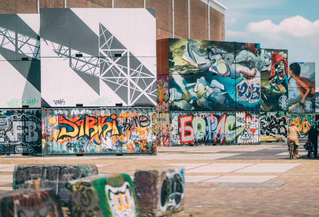 De NDSM werf is een van de mooie plekken in Amsterdam om te fotograferen dankzij de street art