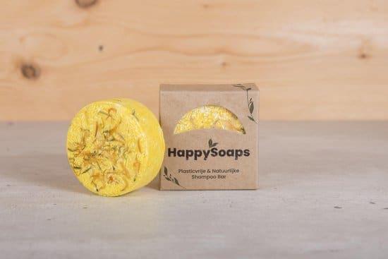 De gele shampoo bar van Happy Soaps, wat echt niet in jouw paklijst voor het backpacken mag ontbreken