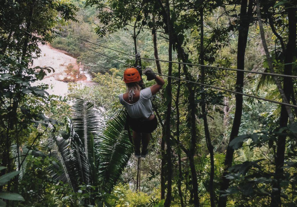Ziplinen bij San Ignacio in Belize