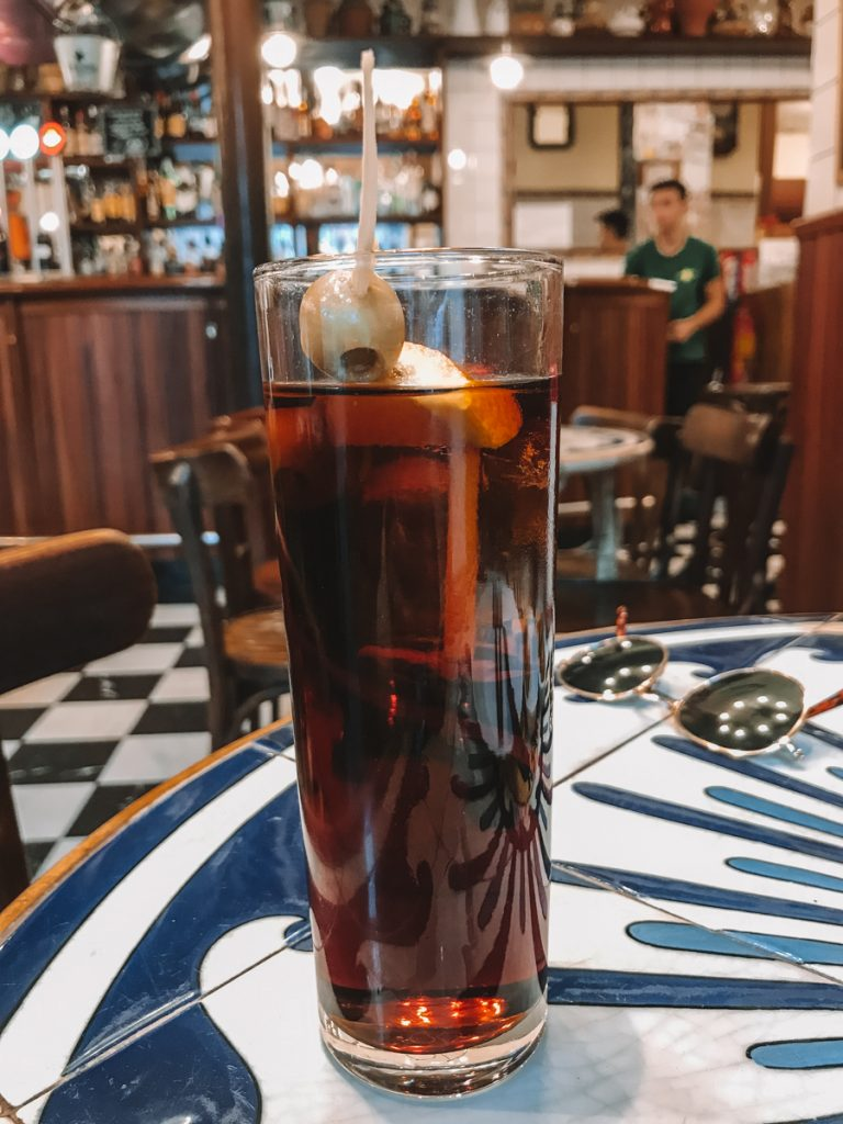 Een drankje bij Jai Ca, een van de leukste hotspots van Barcelona voor lekker eten en drinken