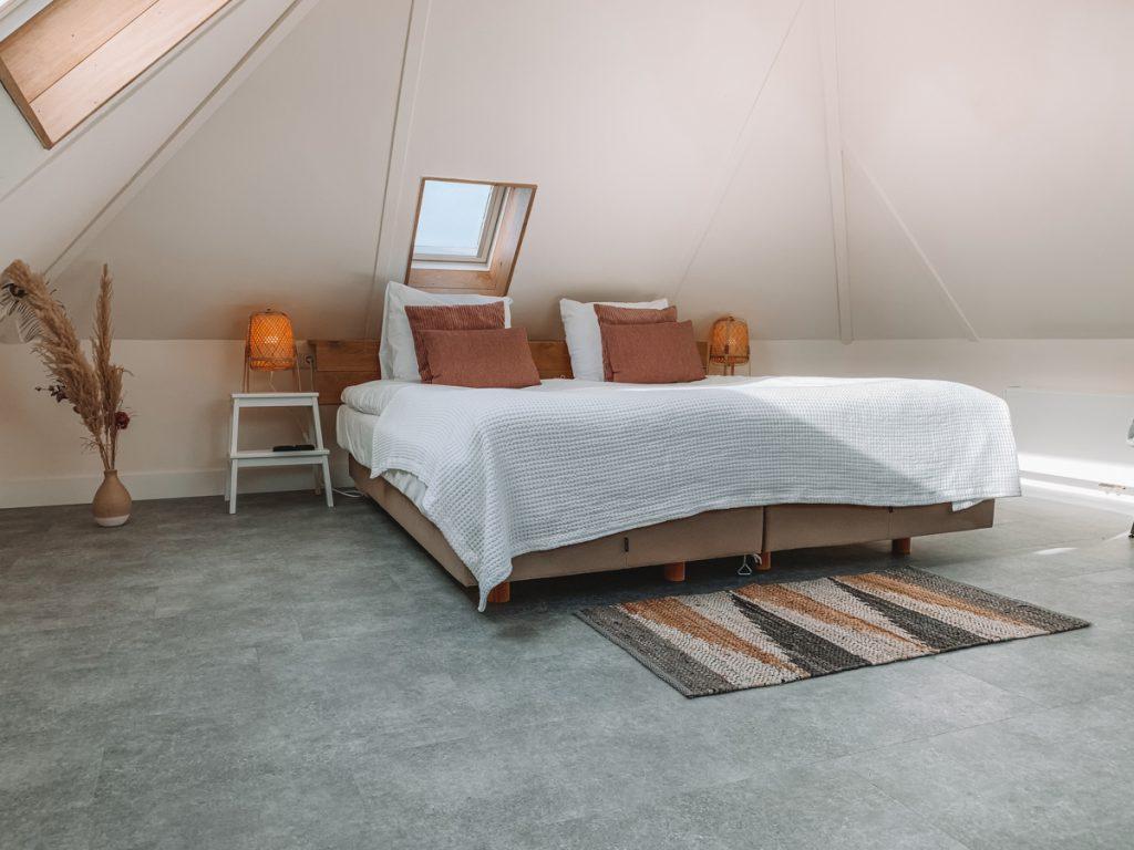 Een prachtige slaapkamer op Texel