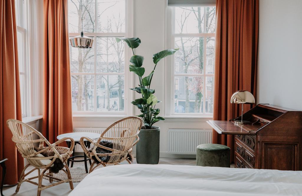 Het prachtige kleurrijke interieur van het Brass Hotel, een van de mooiste hotels van Utrecht