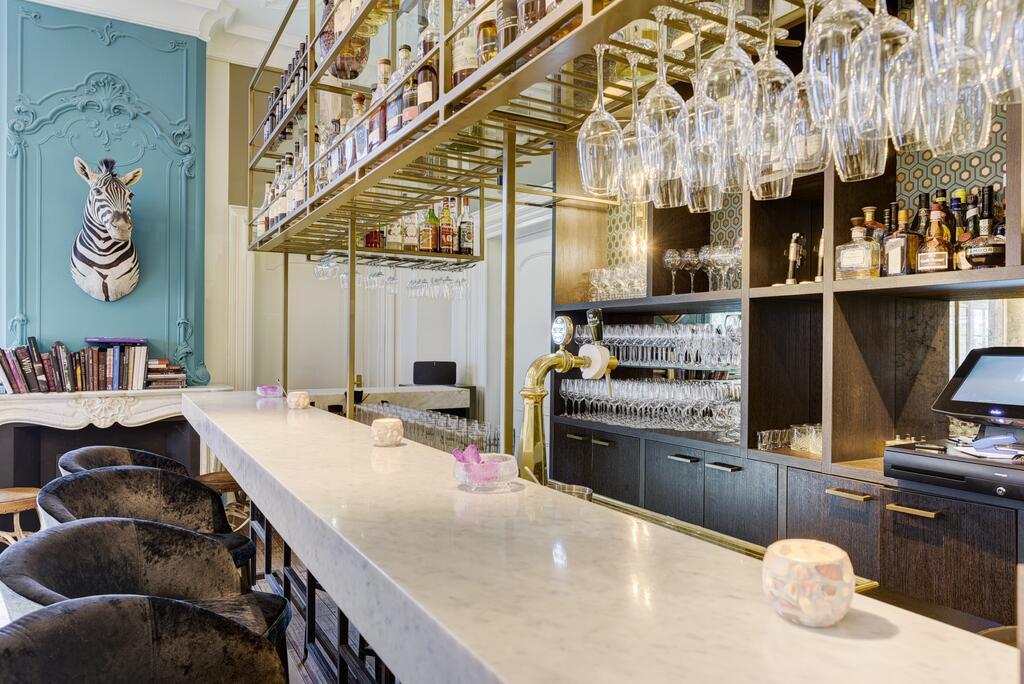 De bar van het Central Park Hotel net buiten Den Haag