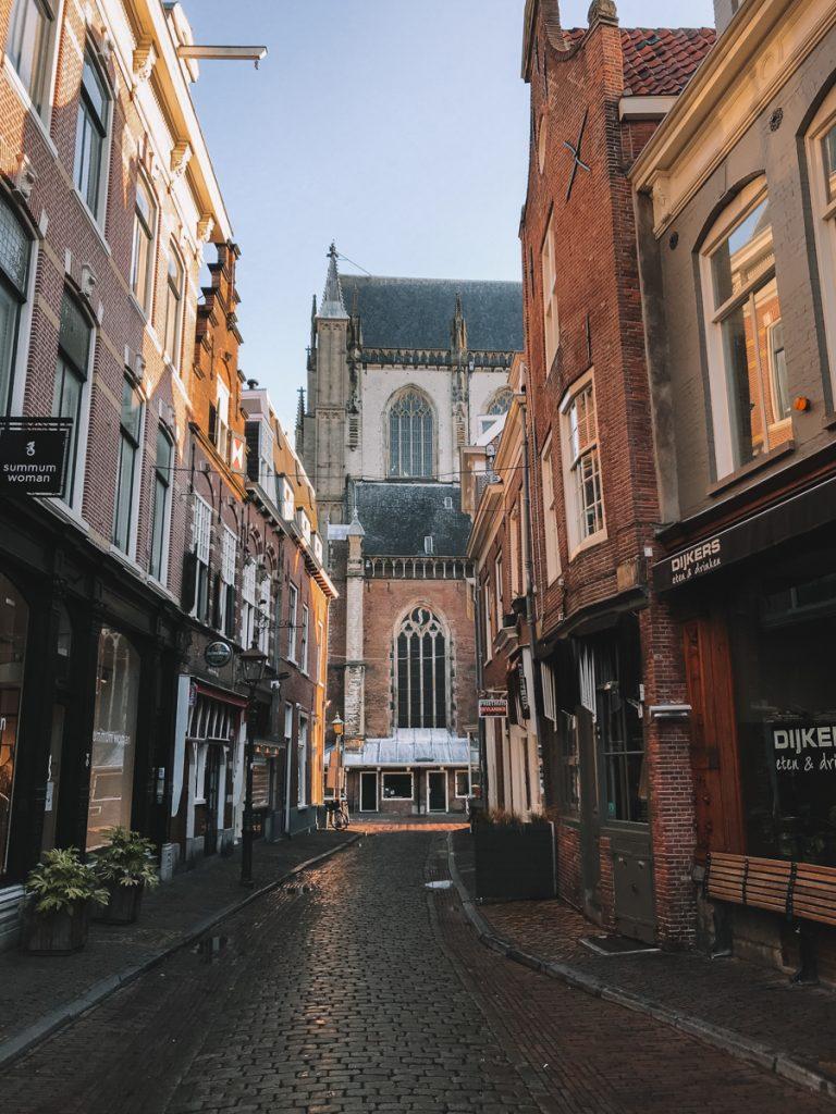 Straatje met boutique hotels in Haarlem centrum