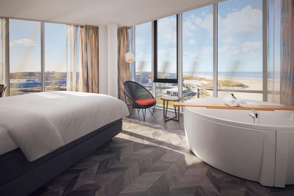 Een bad met uitzicht over het strand van Scheveningen