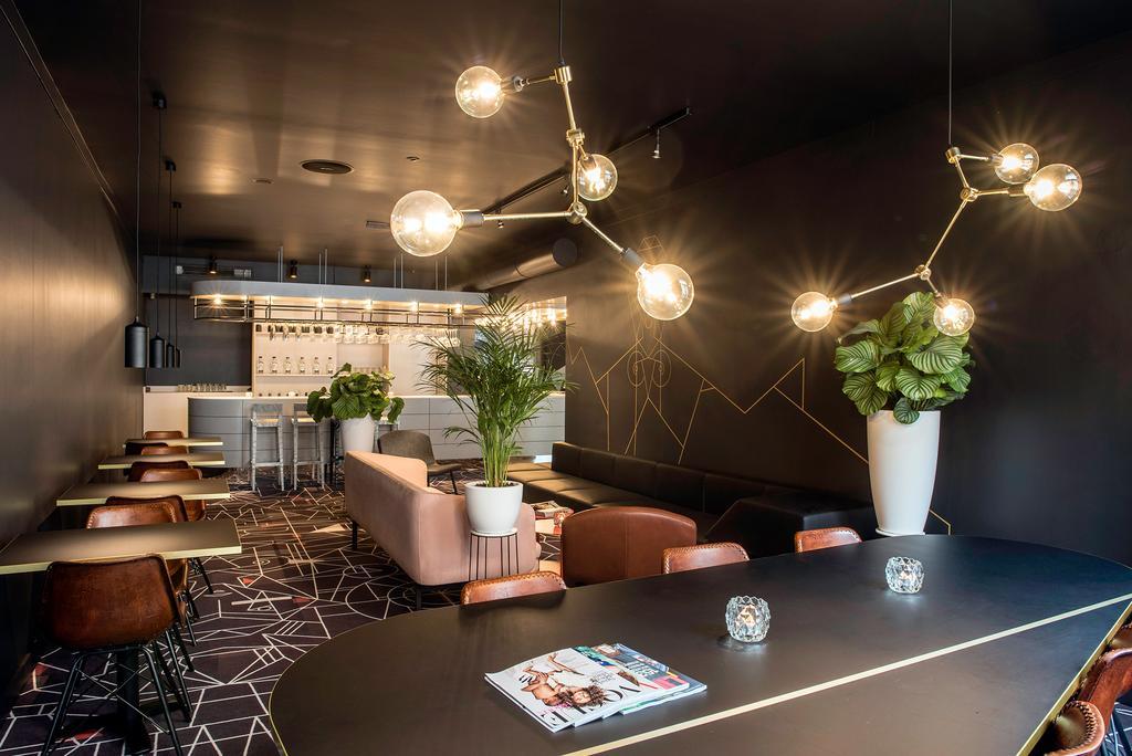 De lobby van het Mabi City Hotel in Maastricht, een van de leukste hotels voor een staycation