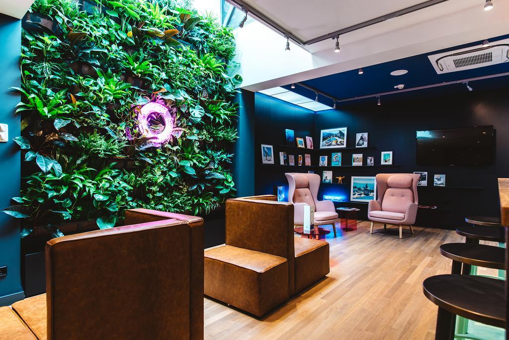 De lobby van The Dutch, een van de mooiste hotels van Maastricht voor een staycation