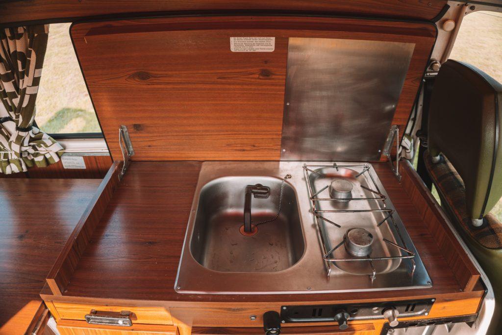 Het keukentje van de VW bus