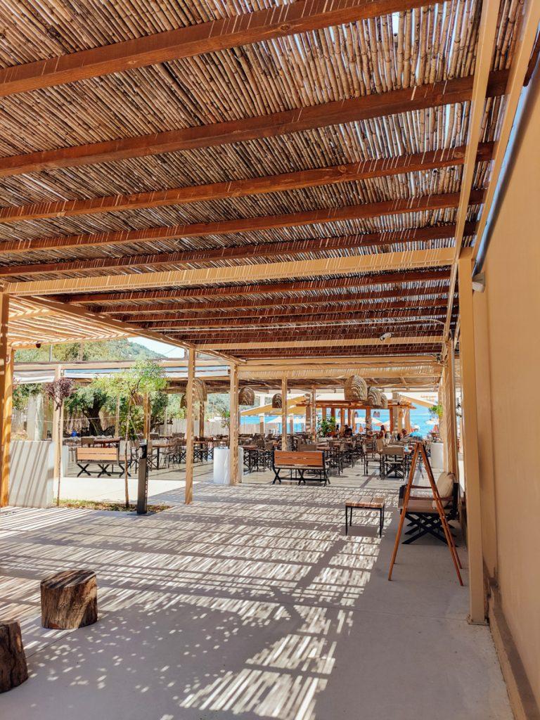 Het prachtige interieur van Beach bar Acron