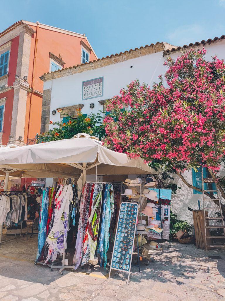 Een leuke shop in Fiskardo, een van de tofste bezienswaardigheden van Kefalonia