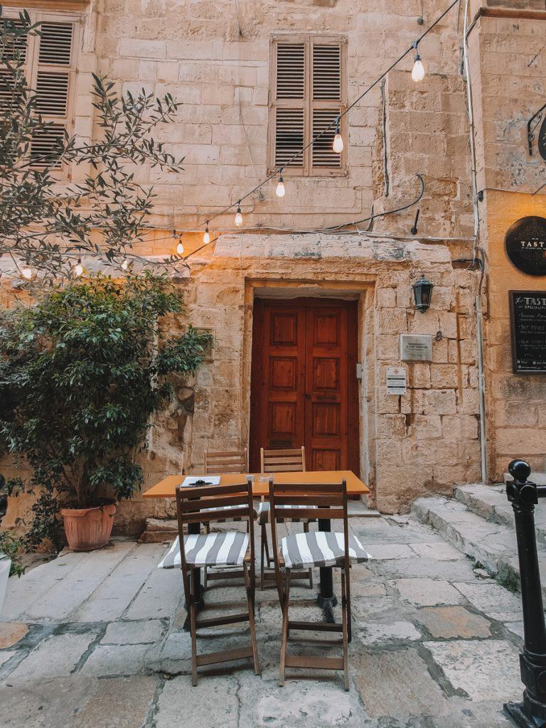 Een fotogeniek straatje in het centrum van Valletta