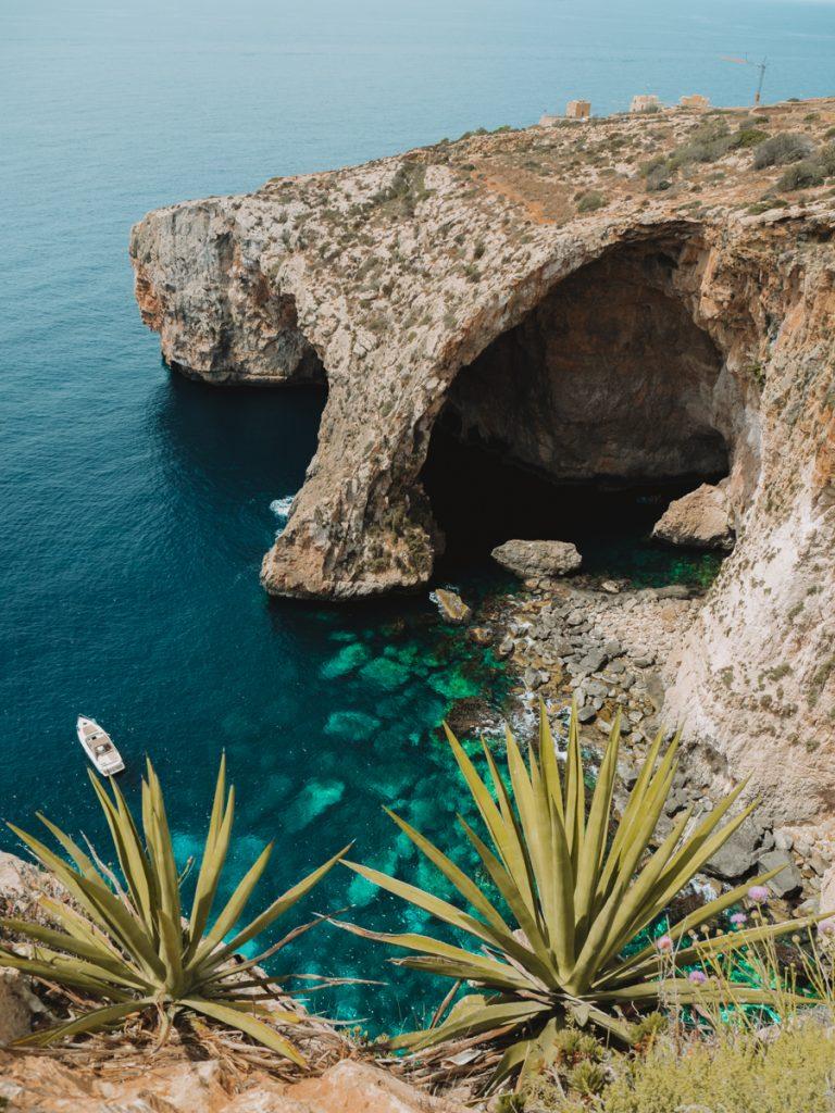 Uitzicht op de Blue Grotto, een van de mooiste bezienswaardigheden van Malta