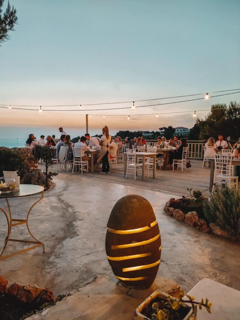 Een prachtige zonsondergang bij Cave Damianos Restaurant, een van de beste restaurants van Zakynthos