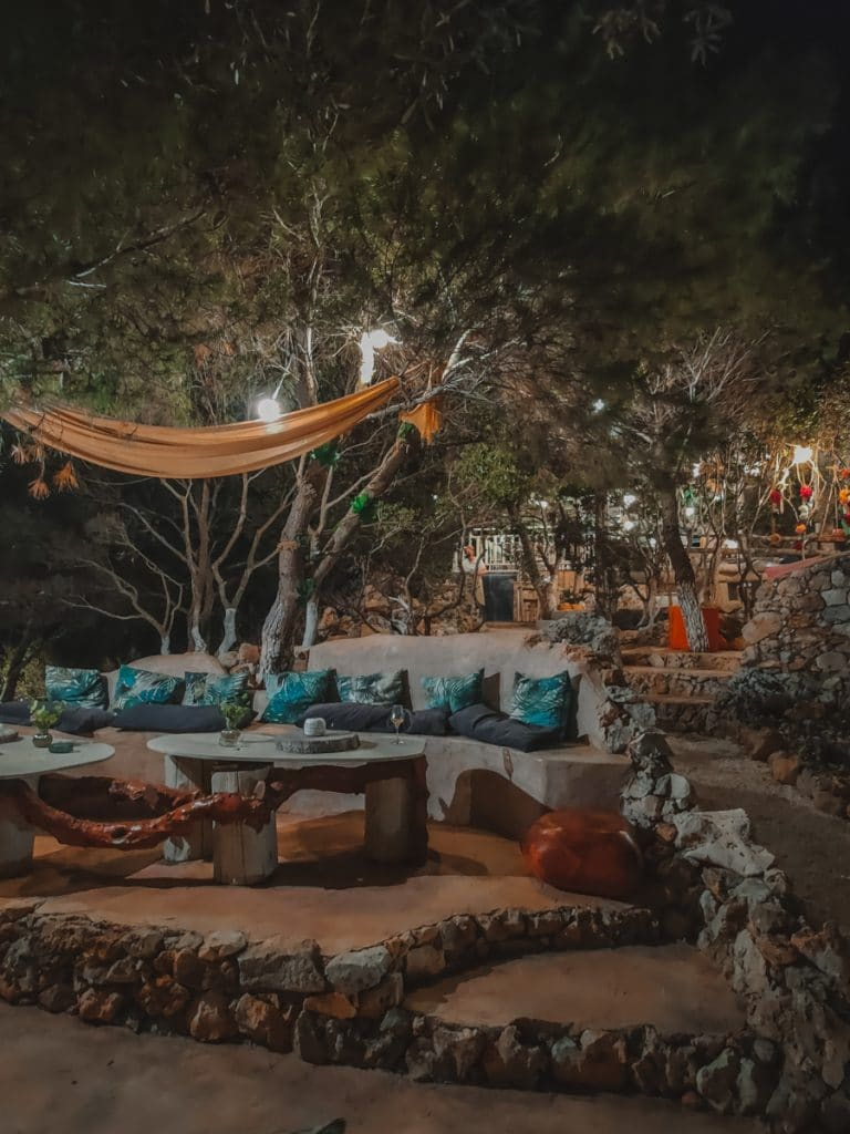 Cave Damianos Restaurant